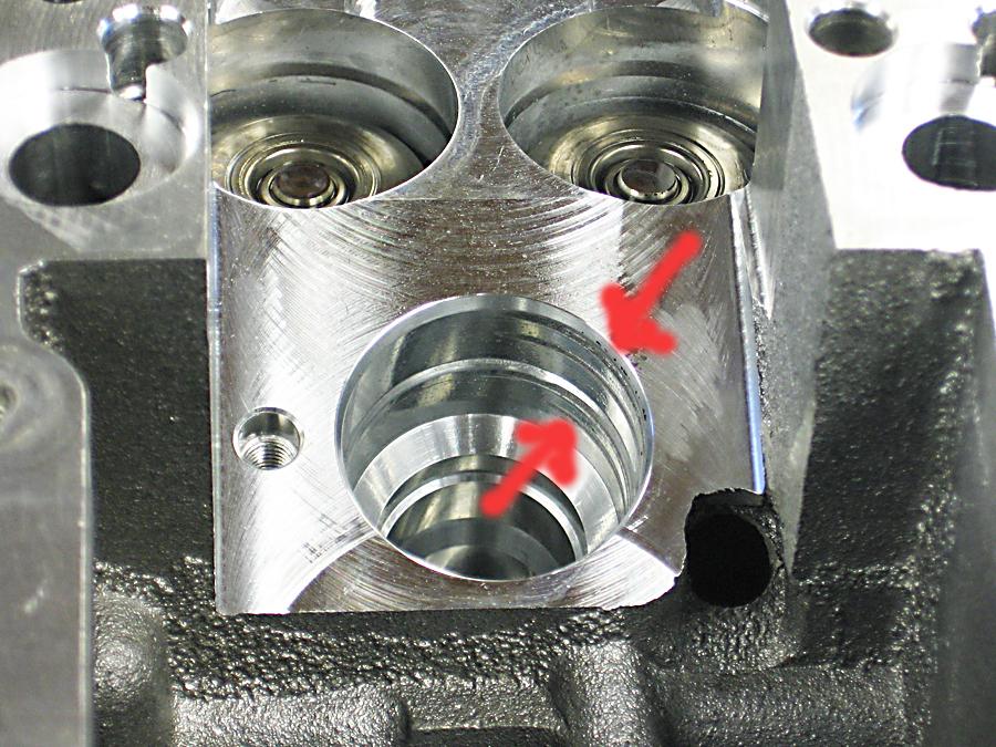 Uitgeslagen pompverstuiver-gat in cilinderkop